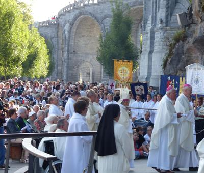 Lourdes2016_02_messegrotte 10
