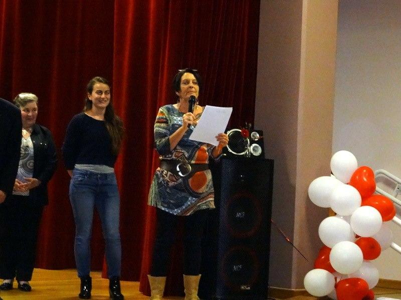 Fabienne, l'animatrice, remercie les acteurs et toutes les personnes ayant aidé à la concrétisation du projet.