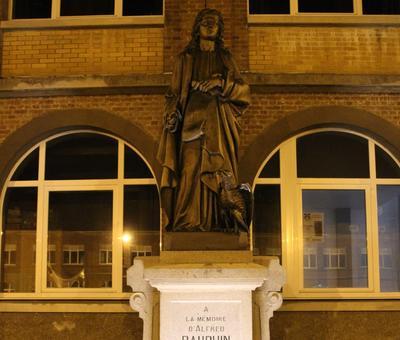 La statue de Saint-Jean...