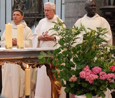 1706_Célébration de l'Eucharistie 24