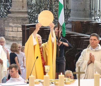 1706_Célébration de l'Eucharistie 68