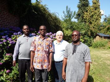 Jardin du presbytère de Caudry : Pères M. Séri, U. Koukoura (Togo), H. Le Minez (paroisse Sainte Maxellende), C. Sanon (Burkina-Faso)