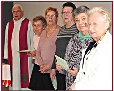 Messe à la résidence Bajart avec l'abbé H. Le Minez et l'équipe de bénévoles: Emilie, Jeanne-Lise, Guylaine...