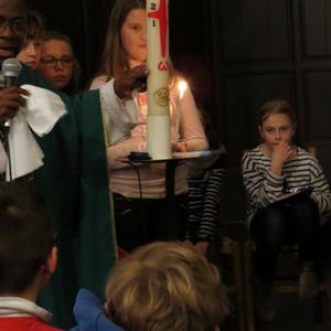 Lumière et Saint-Chrême sont 2 signes indissociables du baptême