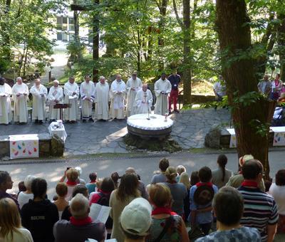 Lourdes-2018 - photos Cathedrale verdure (34)