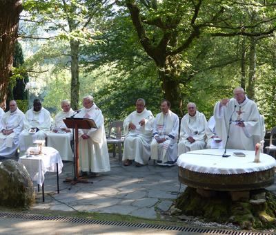 Lourdes-2018 - photos Cathedrale verdure (54)