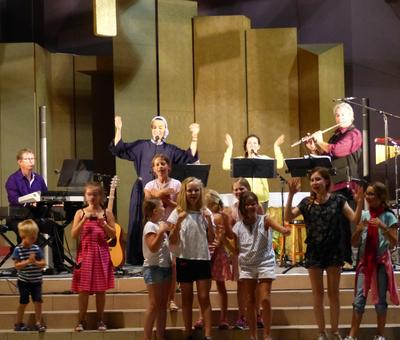 Lourdes 2018 - photos - Recital Soeur Agathe (66)