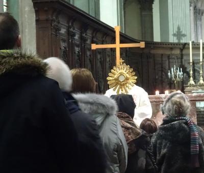 5-Le doyen bénit les évangélisateurs