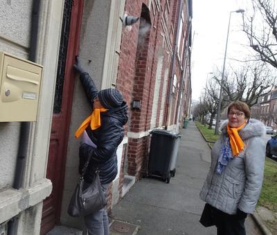 15-Les missionnaires se livrent au porte à porte