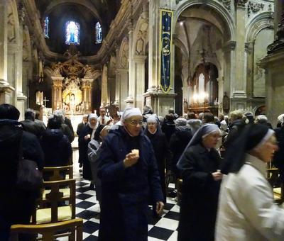 Vers l'autel Notre-Dame de Grâce