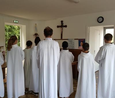servants autel juillet19 2