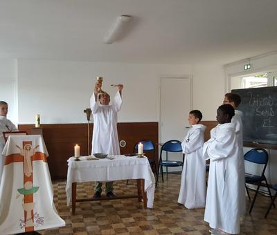 servants autel juillet19 8