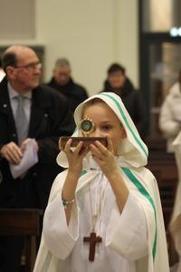 Reliques de Ste Aldegonde portees par une jeune fi