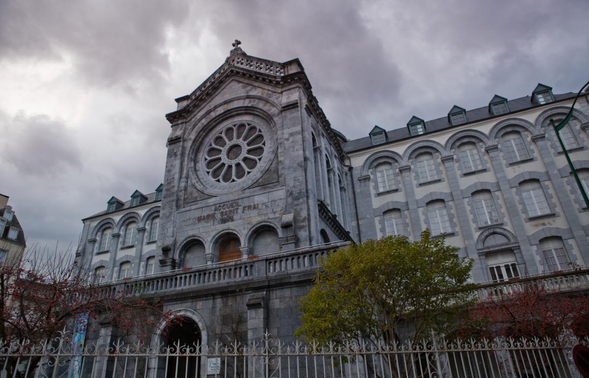 Accueil_Marie_Saint-Frai,_Lourdes,_France
