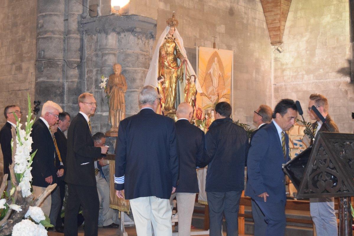Les Royés se préparent à transporter Notre-Dame-du-Saint-Cordon
