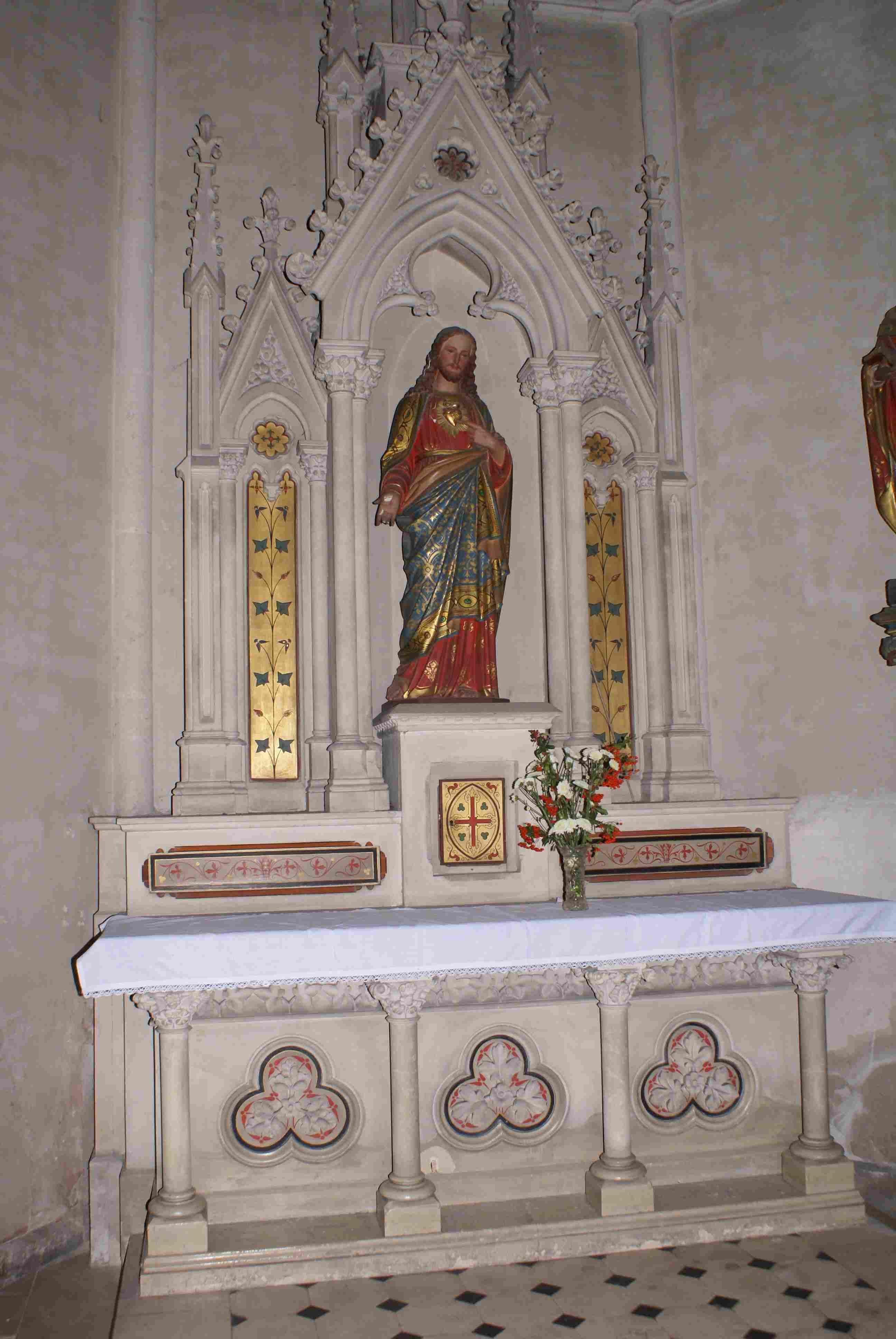 En lieu et place de St Martin devenu proche voisin (par sa statue)