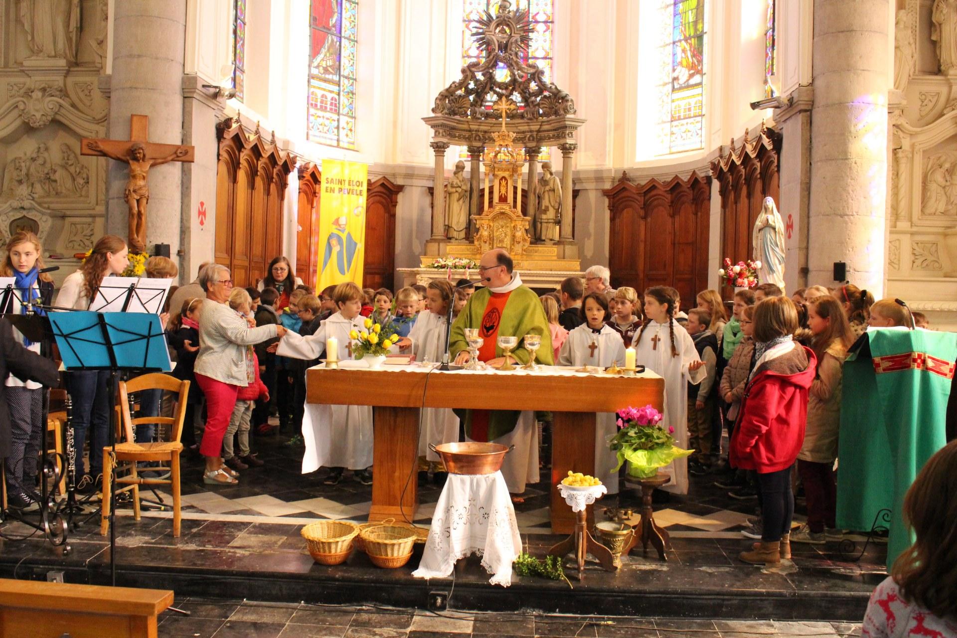 autour de l'abbé Didier pour le Notre Père