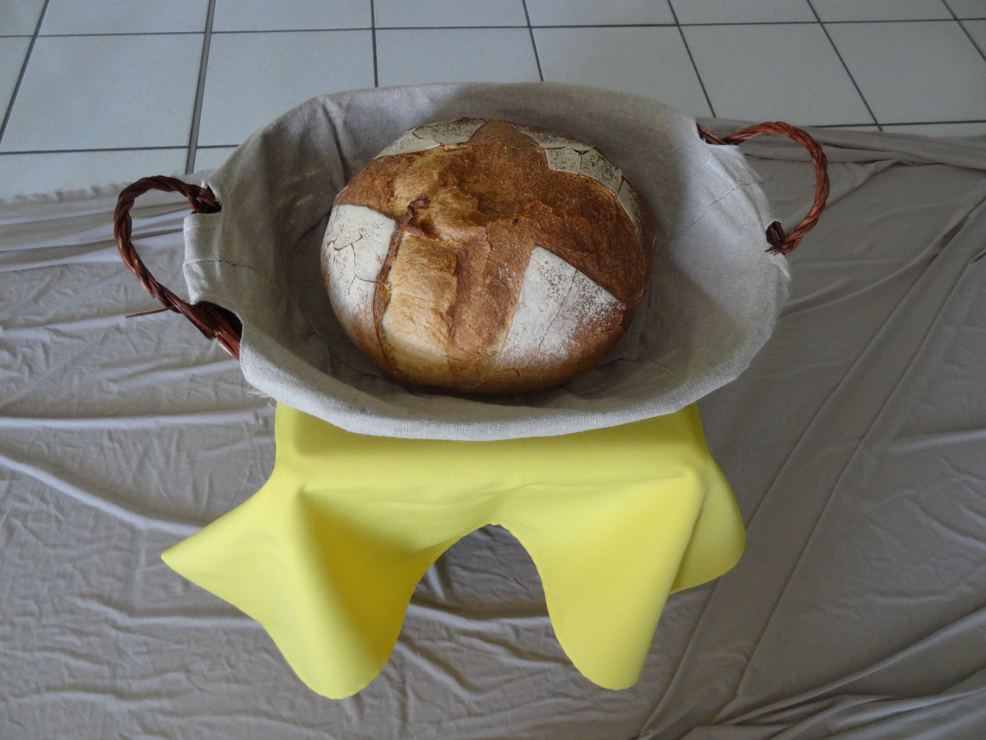 5 avant de leur partager le pain