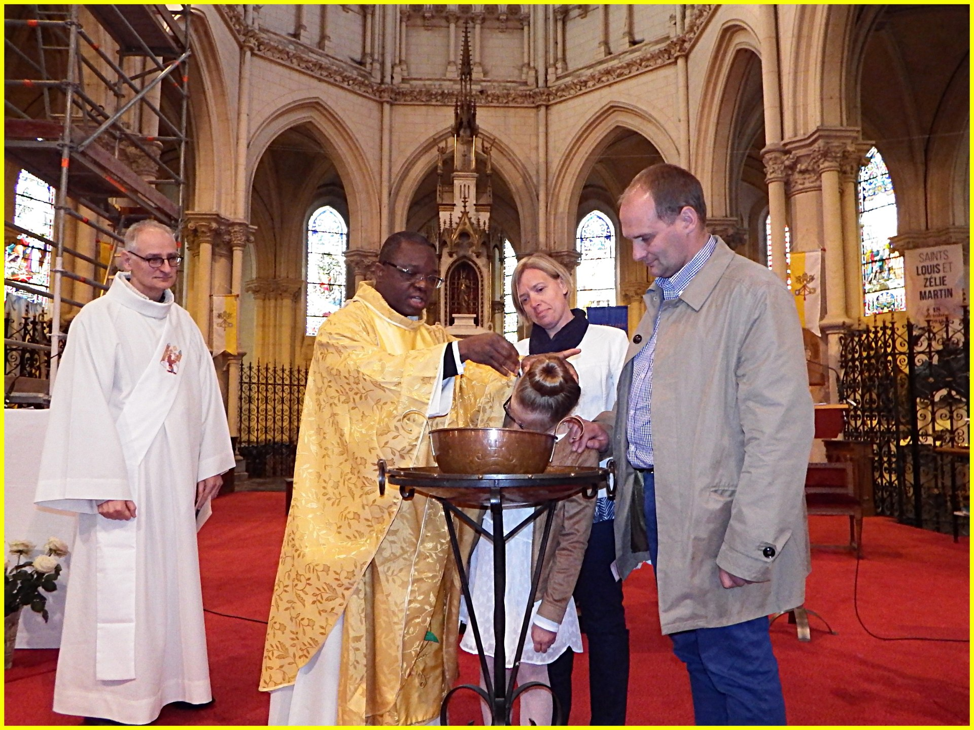 Baptême d'Emma(10 ans)par l'abbé I. Delouh en présence des parents d'Emma