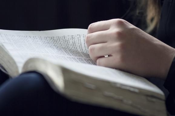BibleOuverteFemme