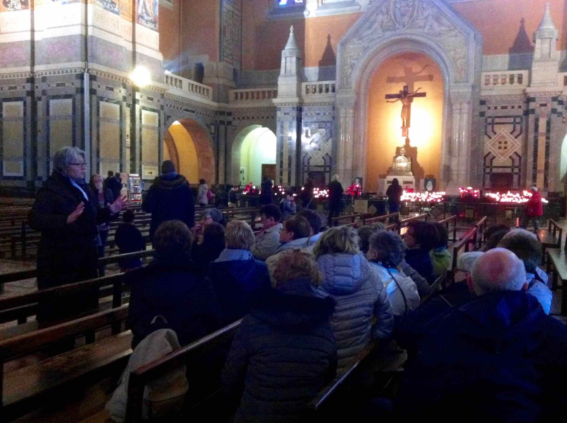 Visite guidée de la basilique, qui a été construite avec les seuls dons des pèlerins