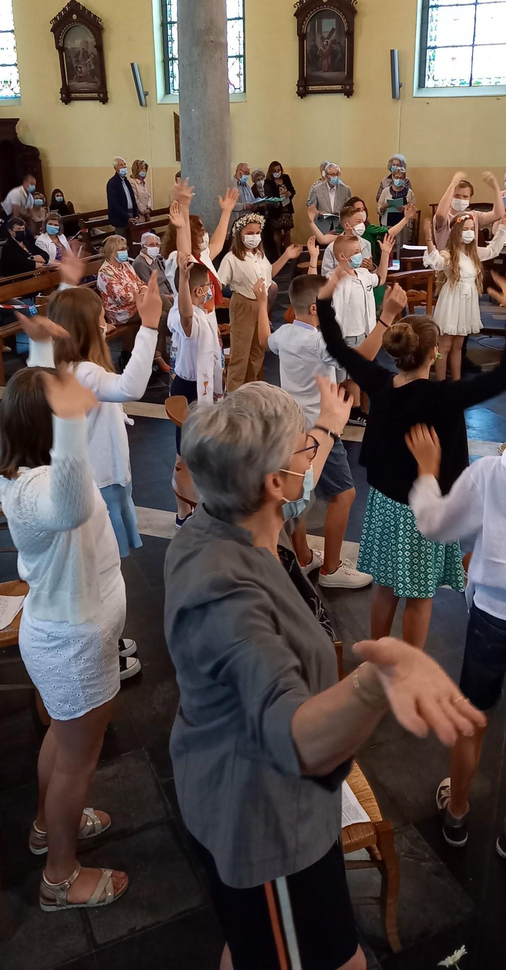 5- Chant avec les communiants