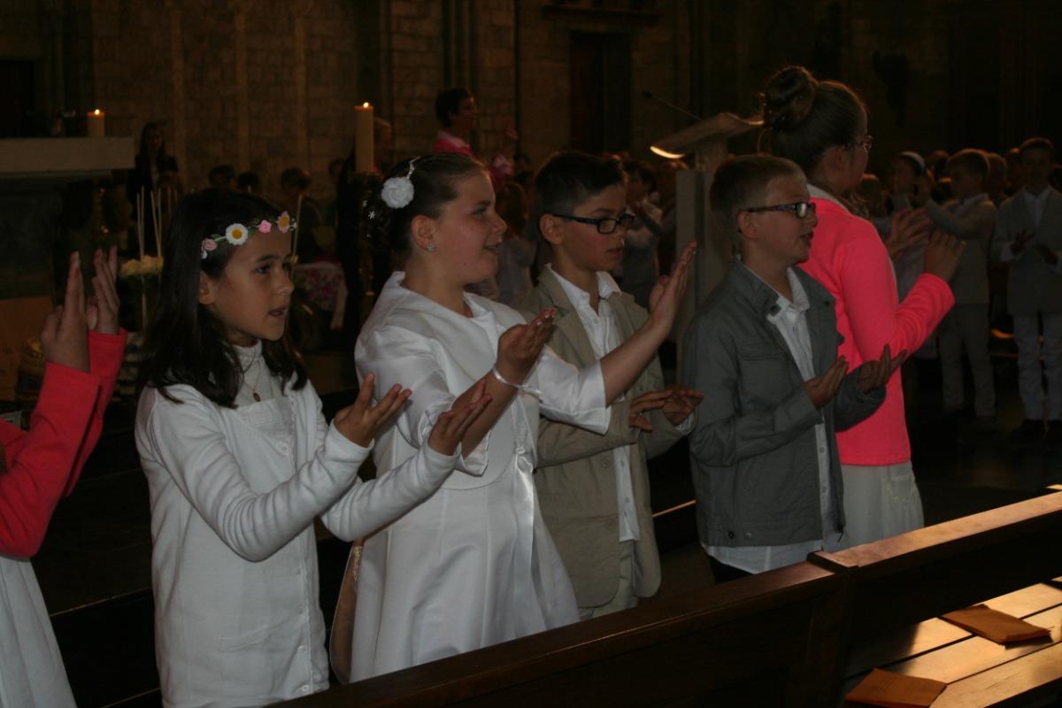 Chant et chorégraphie à la fin de la messe.
