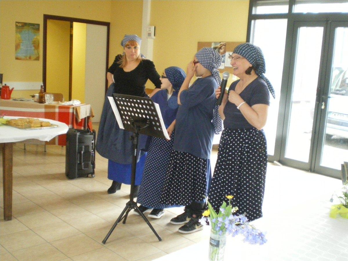 Chants patoisants avec Joelle, M.Christine et des