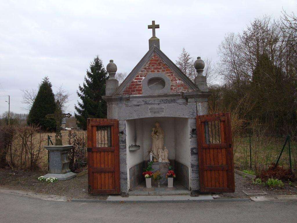 chapelle Pisseautiau.JPG