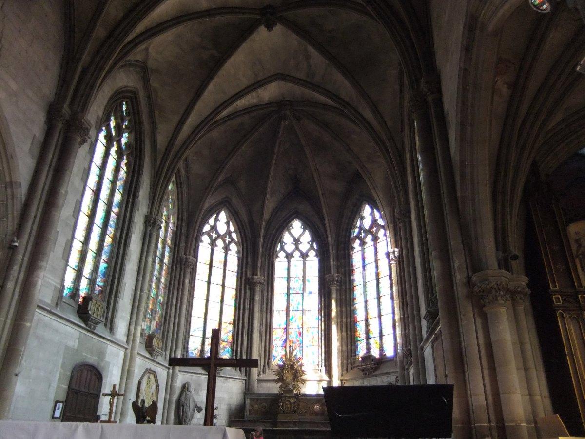 « La joie de Pâques » 5 des 7 vitraux qui constituent l'œuvre d'Alfred Manessier