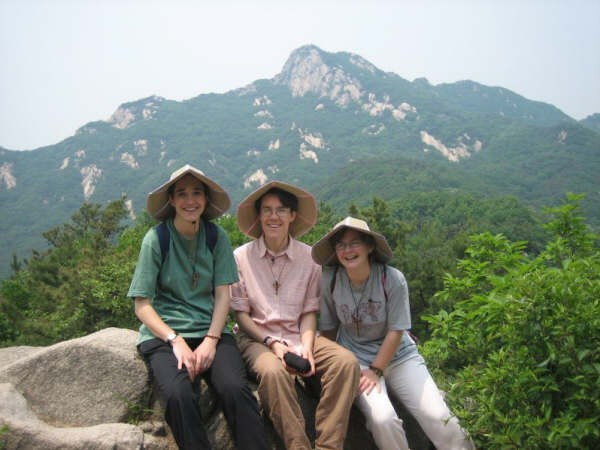 Excursion à Bukhanson, mai 2006, Ester, Monika, Laurence