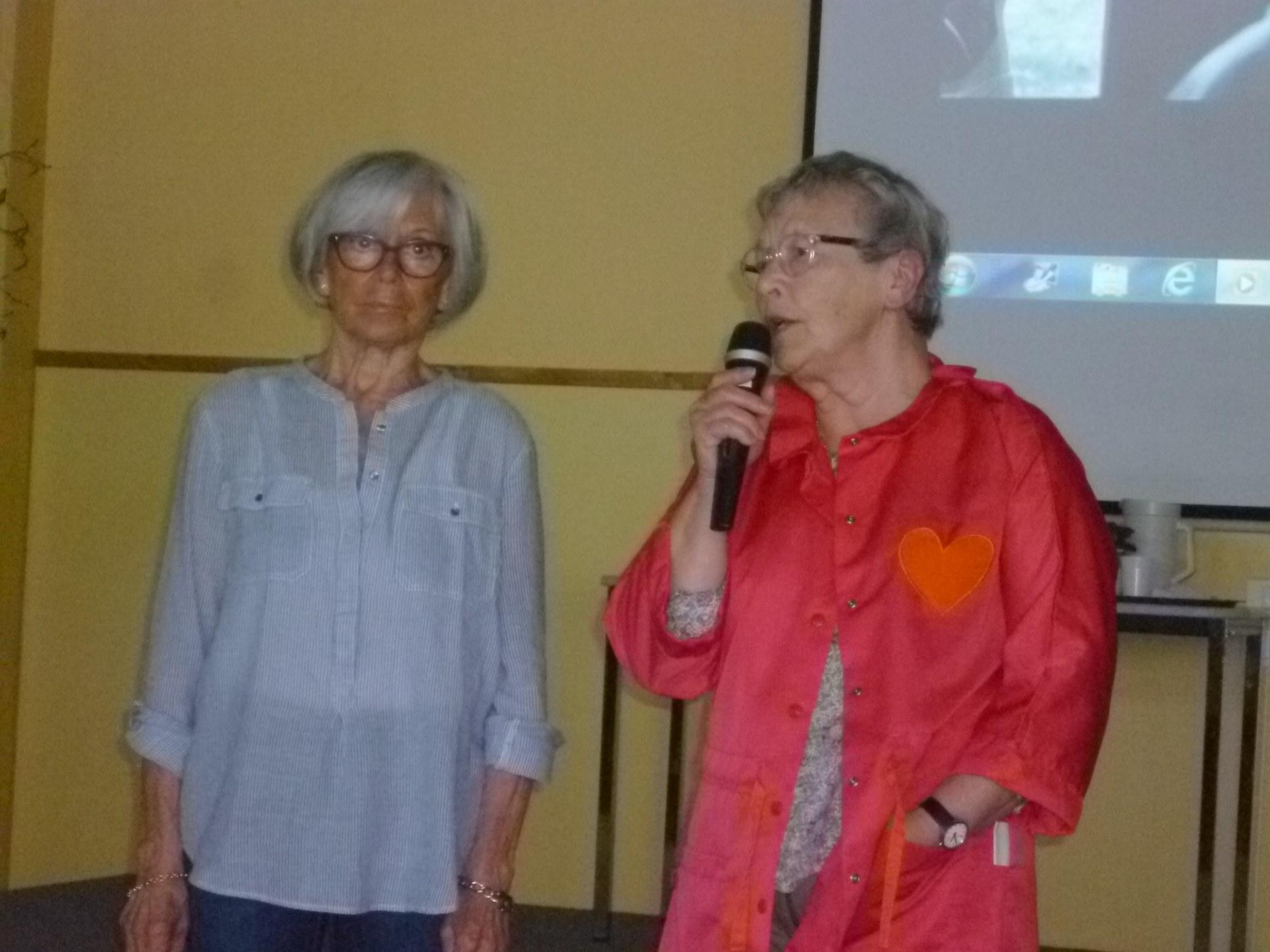 """Mmes Hémez et Delquignies """"dames roses"""" à l'hôpit"""