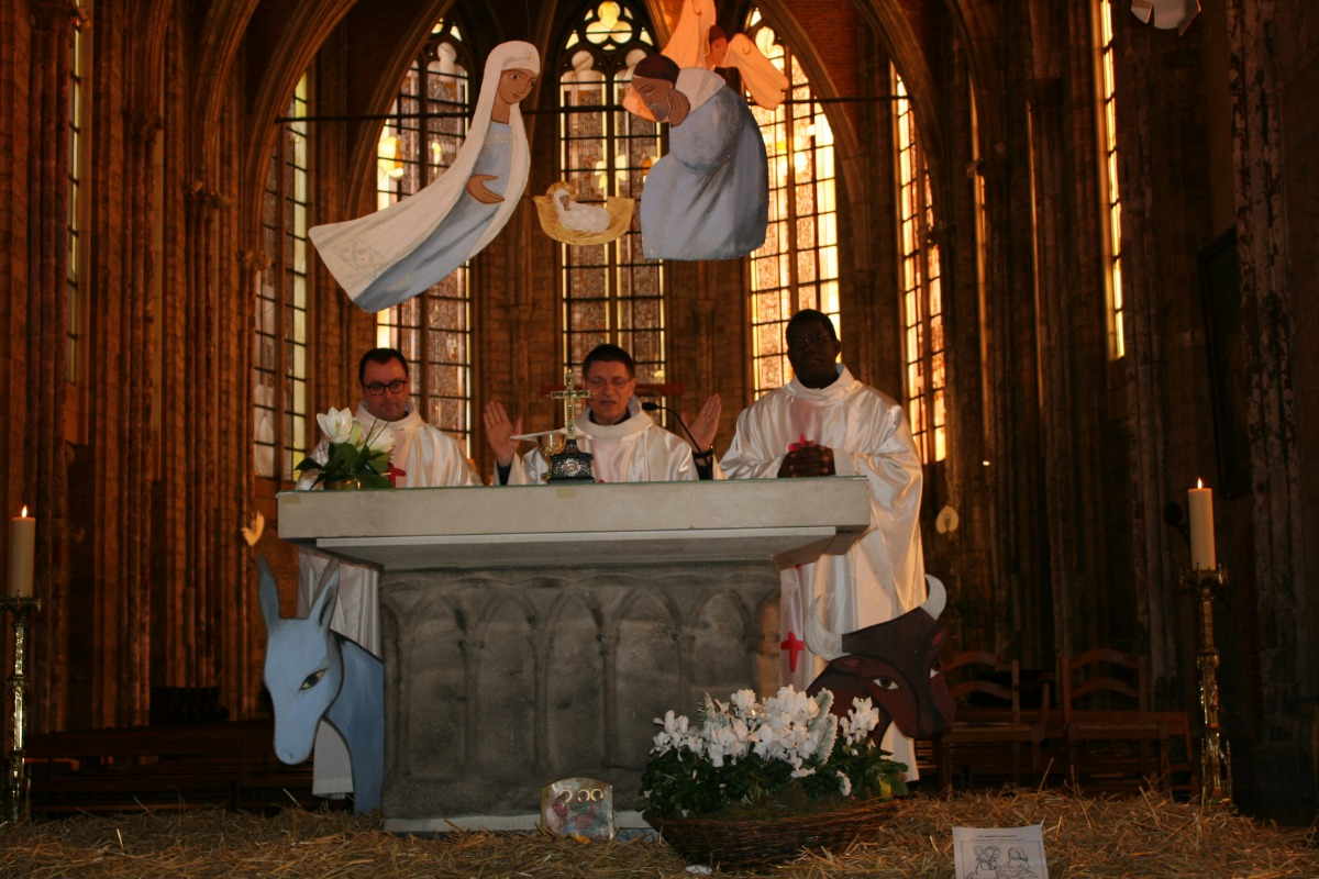 Au début de la prière eucharistique (2)