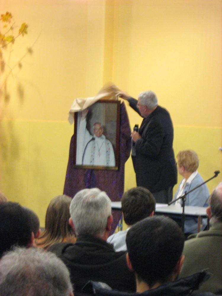 Monseigneur Jacques Delaporte, archevêque de Cambrai de 1980 à 1999 dont la grande salle porte le nom en hommage...