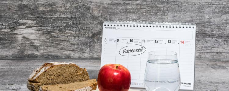 Diet Meal Grey Background with Calendar (Fastenzei