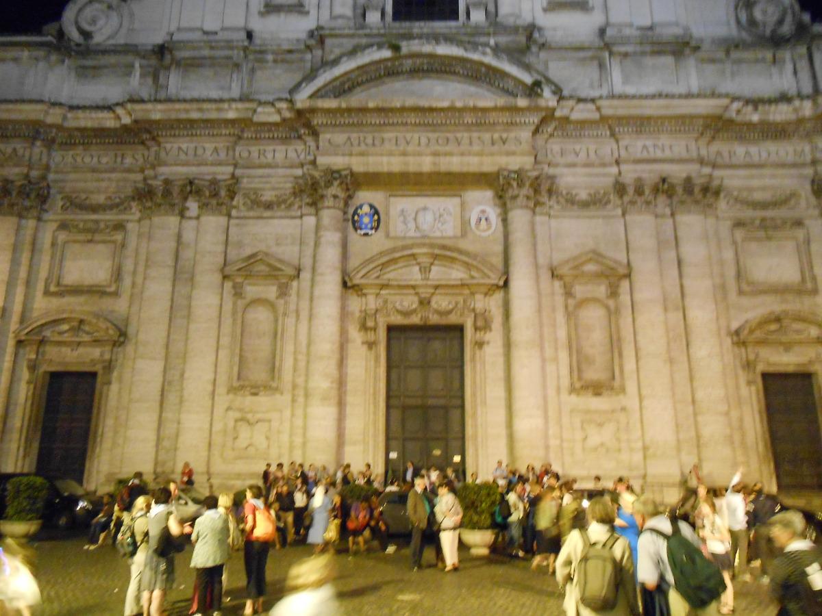 Devant l'église St Ignace de Loyola