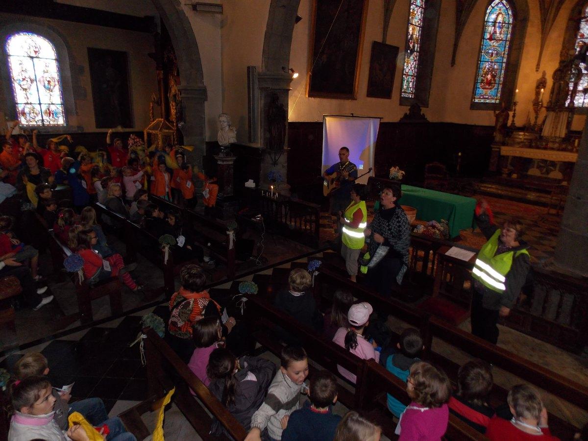 L'assemblée des jeunes dans l'église de Liessies