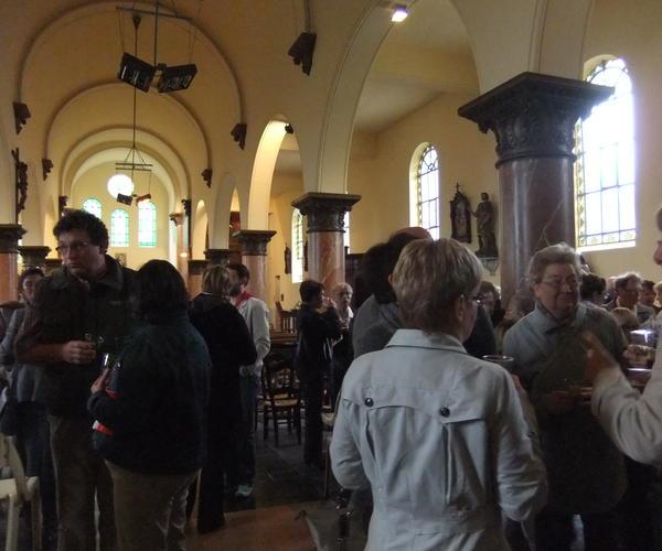 A l'issue de la messe, le pot de l'amitié offert par l'ABSM permet de prolonger retrouvailles et conversations