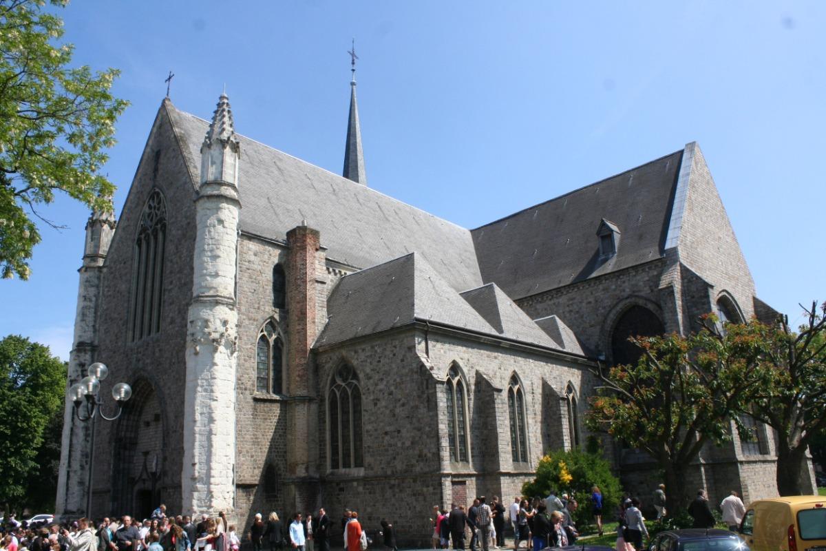 L'église Notre-Dame, sous le soleil de midi...