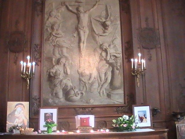 """La relique présentée sous la grisaille de la """"Crucifixion"""" de Geeraert d' Anvers"""