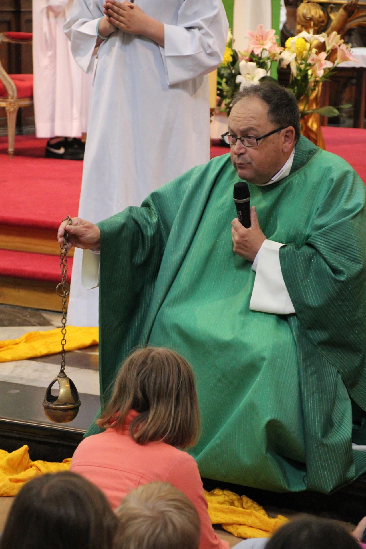 L'encens, signe de respect pour Dieu.