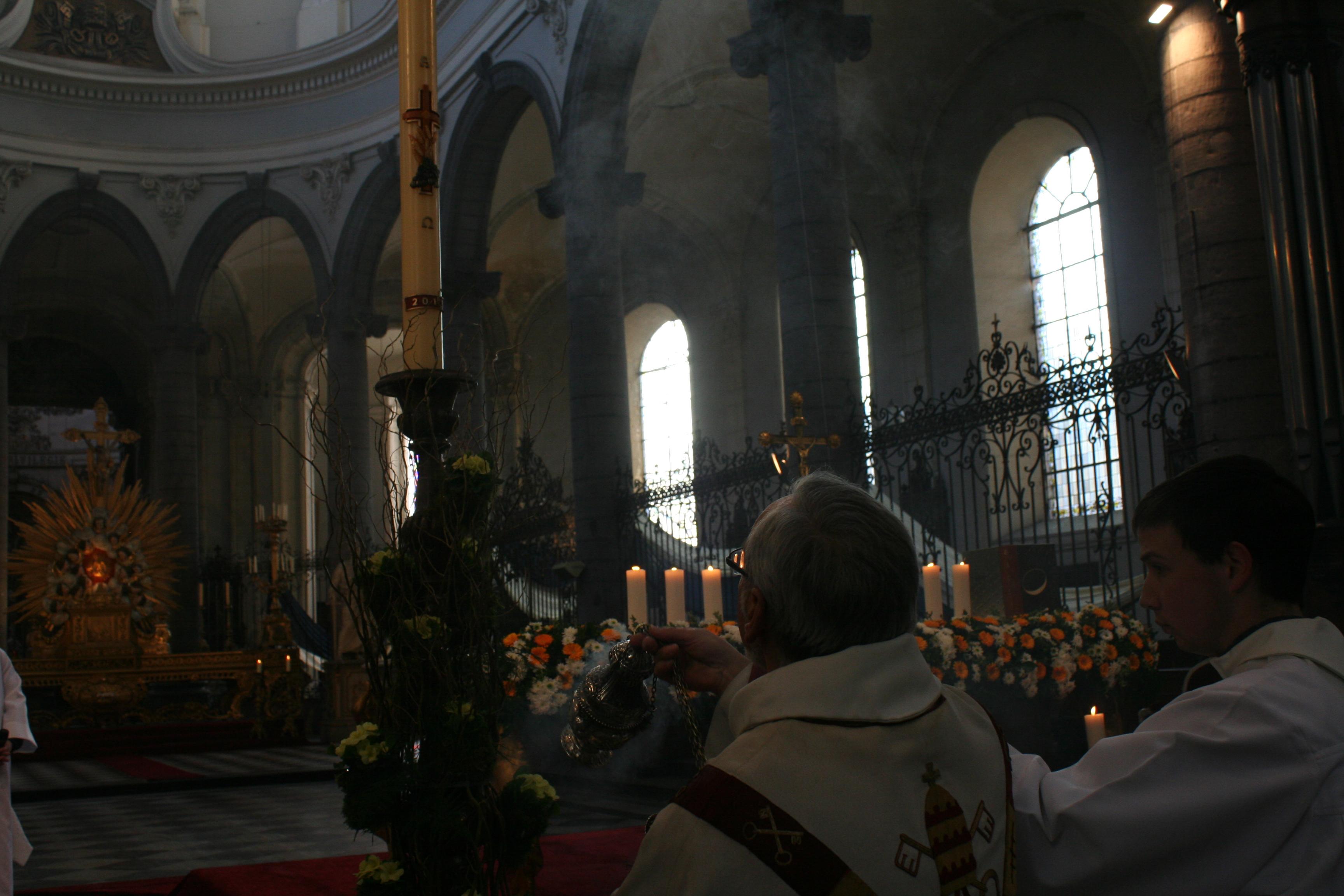 Encensement du cierge pascal