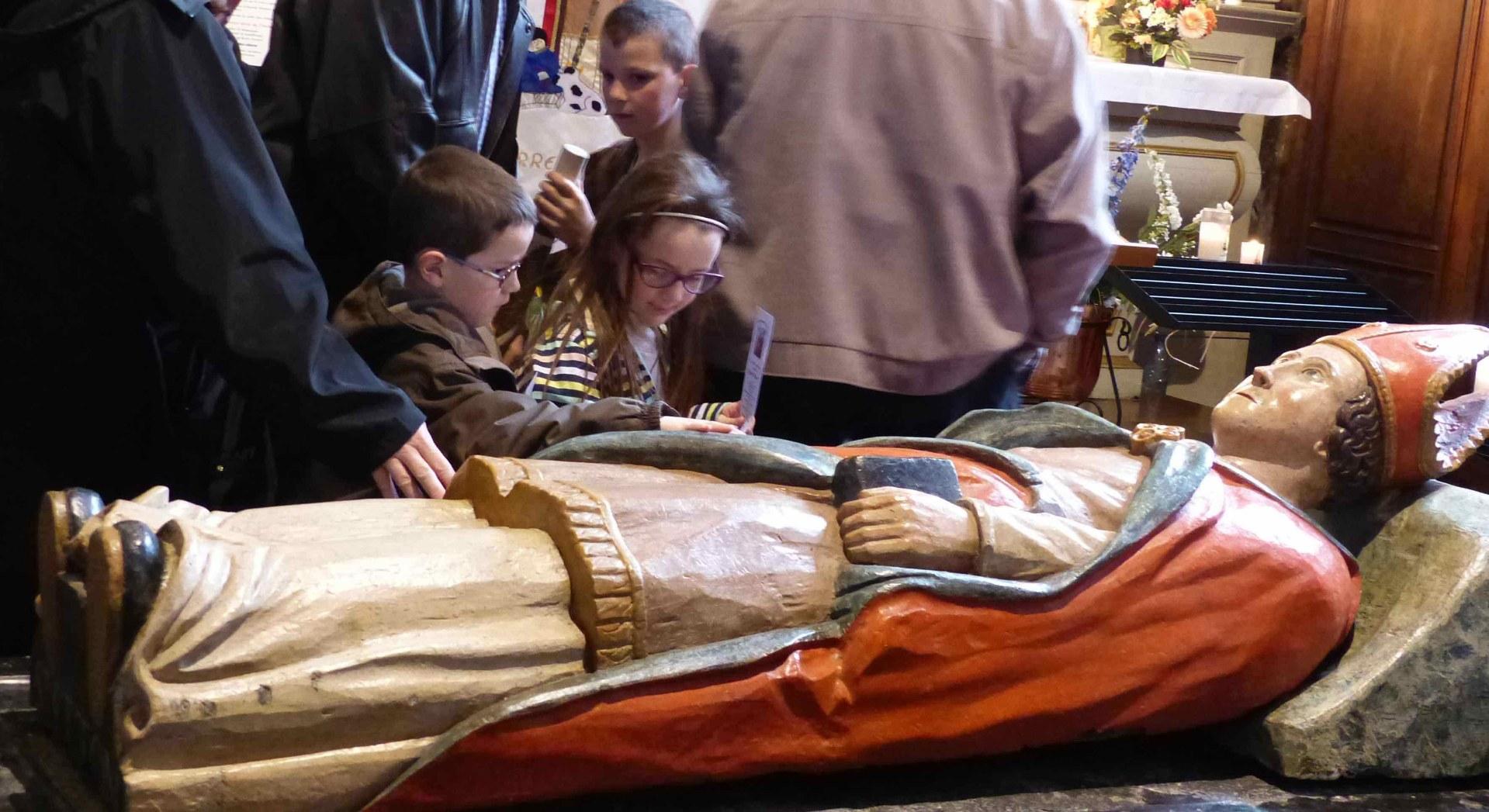 Saint Etton, ami des petits et des faibles Priez pour nous !