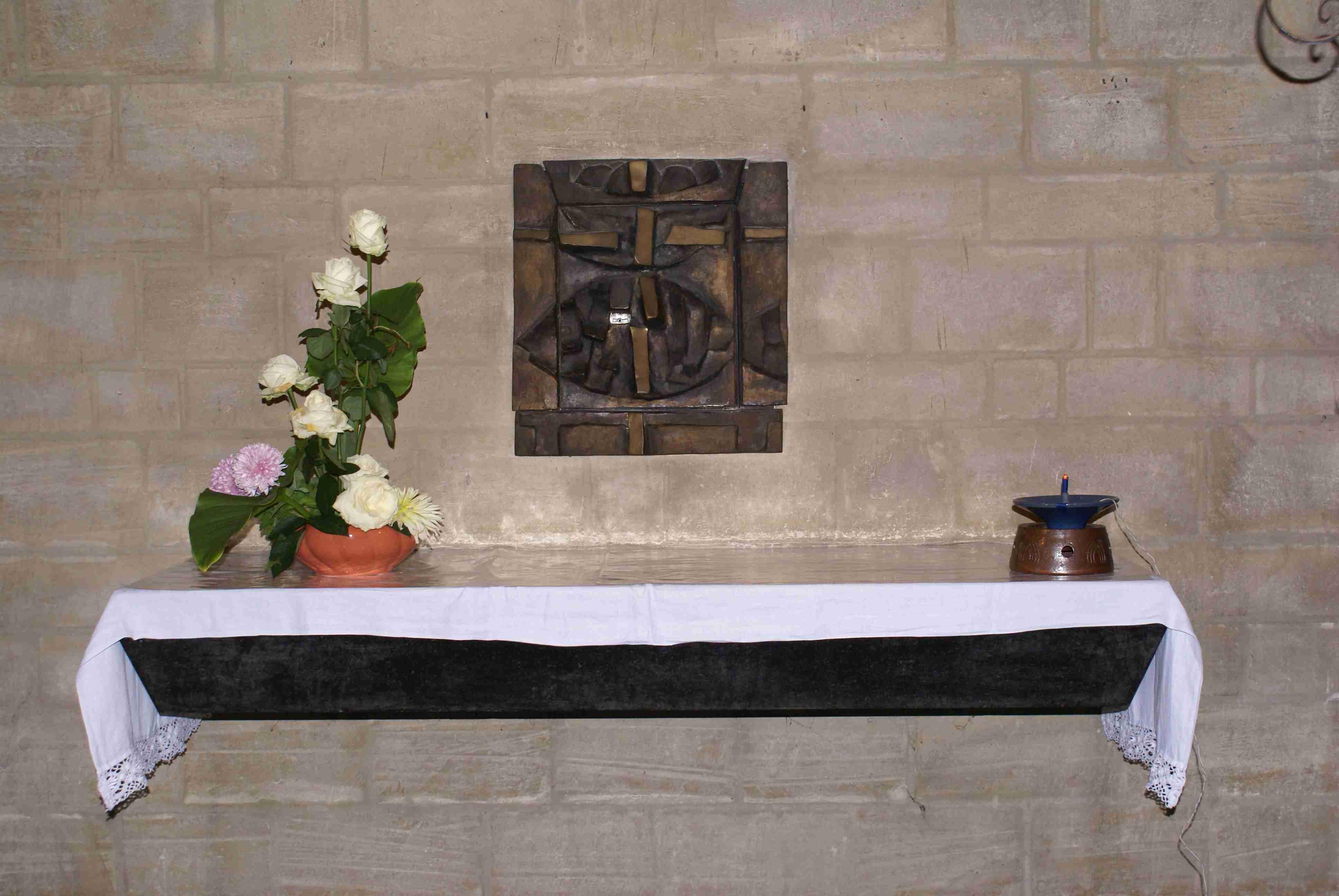l'autel mural en lumière artificielle
