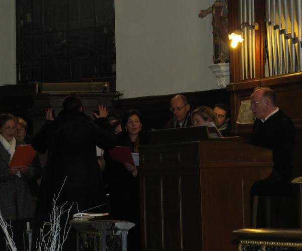 La chorale nous aide à glorifier DIEU qui nous a offert son fils pour nous sauver.