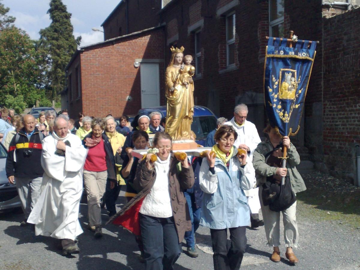 HON (24) Procession