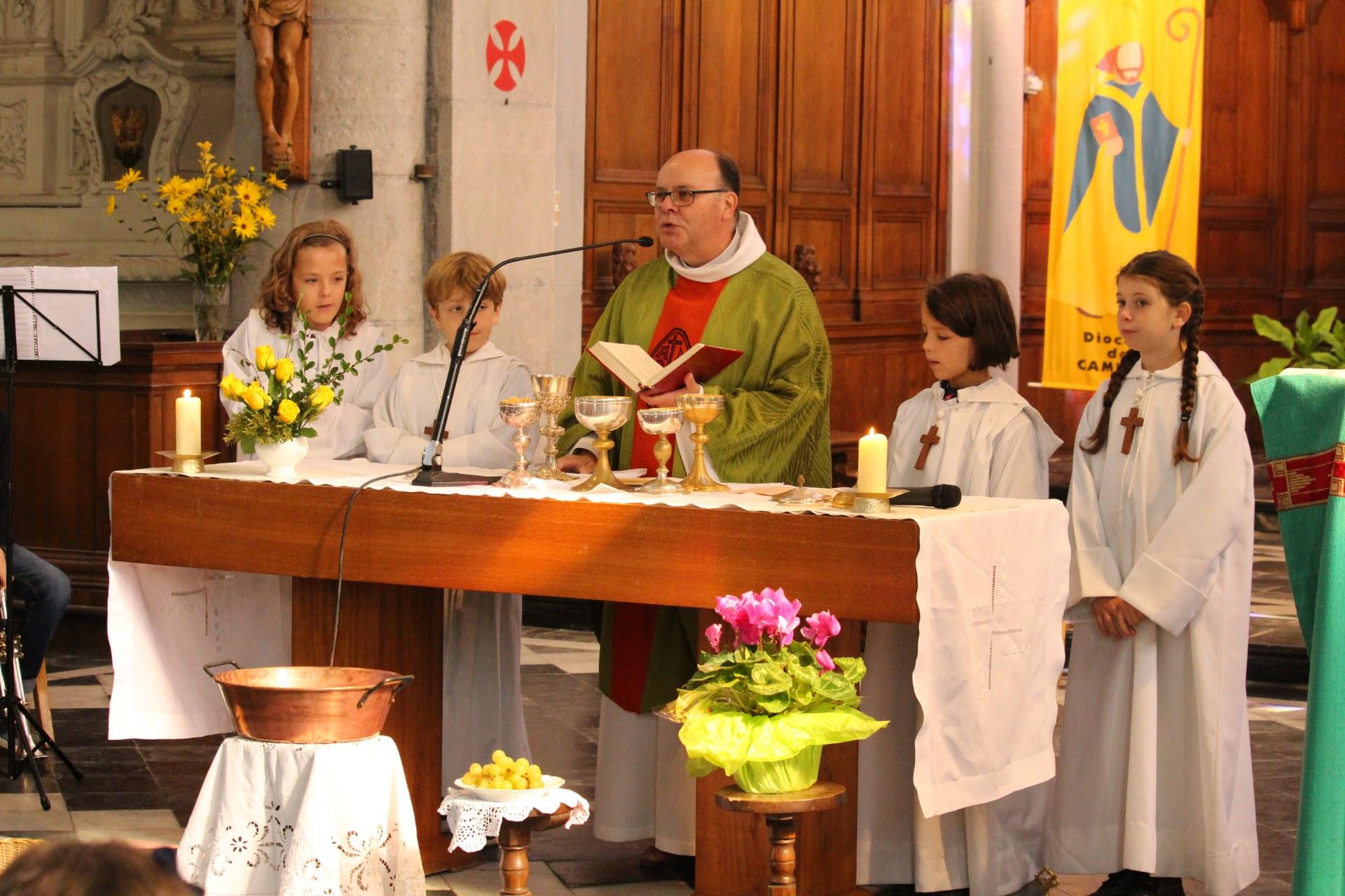 ils sont aussi servants d'autel .....