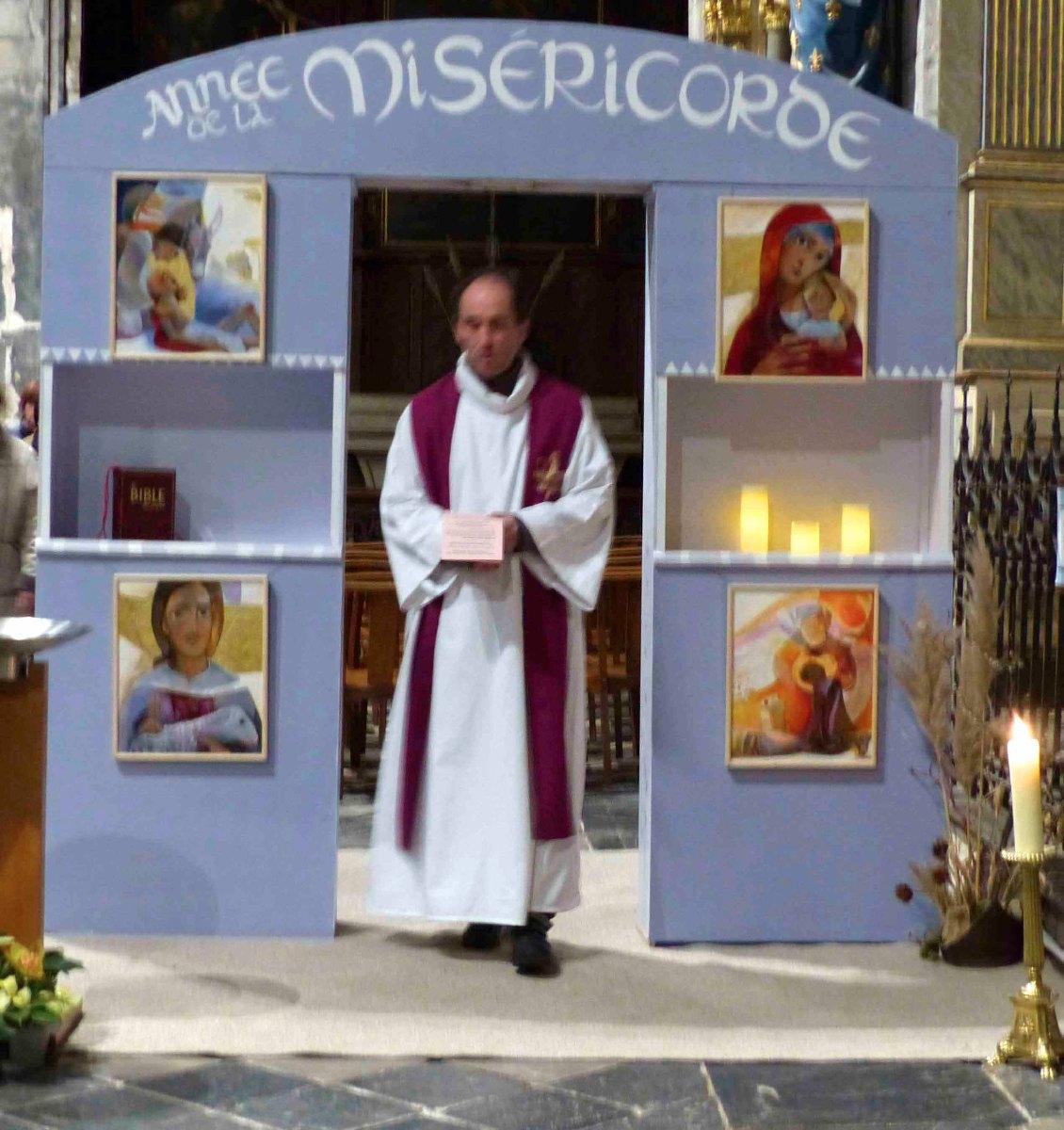 En re-passant la Porte Sainte, nous nous engageons à être témoin de Miséricorde.