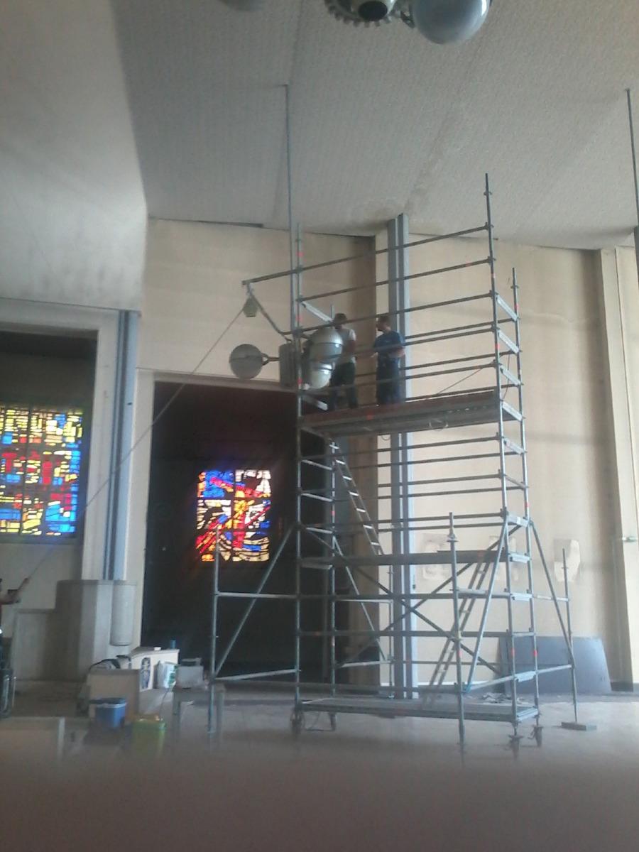 Premier échafaudage dans l'église