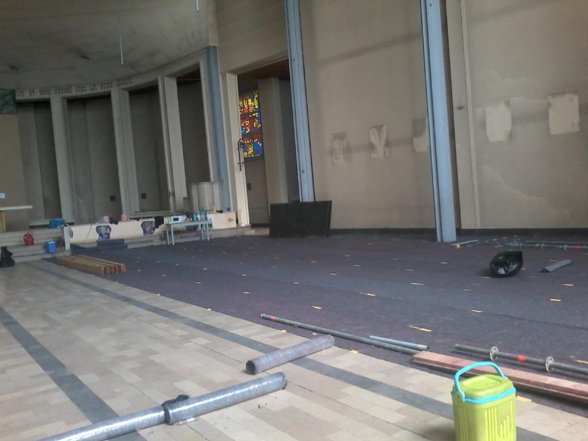 Le sol en marbre sera protégé par un tapis durant la durée du chantier.